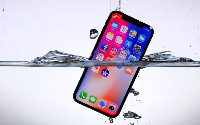 iphone упал в воду
